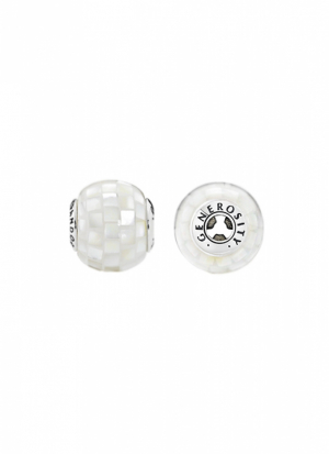GENEROSITY ESSENCE COLLECTION charm in silver with white mother of pearl mosaic
