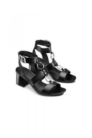 BATA SANDALS WITH METAL RING DETAILS ON THE UPPER. REAL LEATHER MATERIAL. BLACK