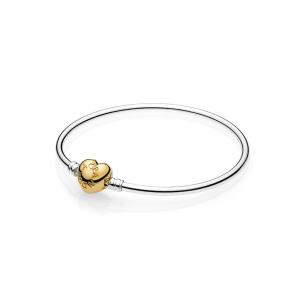 Silver bangle with PANDORA Shine heart clasp