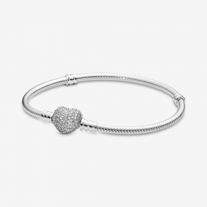 Silver bracelet with heart-shaped clasp and cubic zirconia