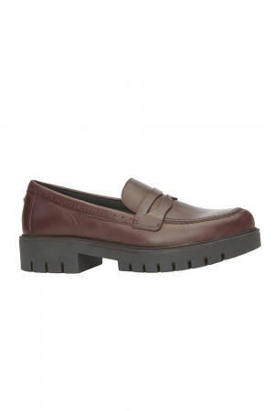 FLEXIBLE MOCASSIN IN REAL LEATHER MATERIAL; RED COLOR.