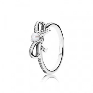 Bow silver ring with freshwater cultured pearl and clear cubic zirconia