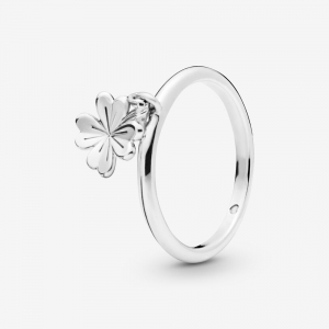 Dangling clover silver ring
